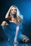 Portret van jonge verleidelijke vrouw Royalty-vrije Stock Afbeeldingen