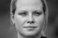 Portret van jonge vrouw Stock Foto's