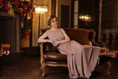 Portret van jonge vrouw in art decostijl Royalty-vrije Stock Foto's
