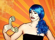 Portret van jonge vrouw in de grappige stijl van de pop-artsamenstelling Wijfje in blauwe pruikenvraag telefonisch vector illustratie