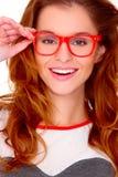 Portret van jonge vrouw die glazen op wit draagt Stock Afbeeldingen