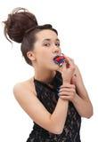 Portret van jonge vrouw met aardbei over wit Stock Foto