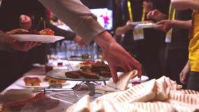 Portret van jonge vrouw op wit catering Lavash als snack stock footage