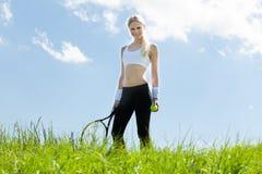 Portret van Jonge Vrouwelijke Tennisspeler stock foto's