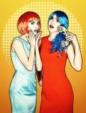 Portret van jonge vrouwen in de grappige stijl van de pop-artsamenstelling Wijfjes in rode en blauwe pruikenvraag op de telefoon stock fotografie
