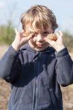 Portret van jongen met aardappels Royalty-vrije Stock Foto's