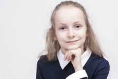 Portret van Kalm en Mooi Kaukasisch Vrouwelijk Kind met Prachtige Diepe Ogen Royalty-vrije Stock Foto's