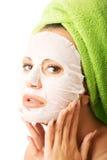Portret van Kaukasische vrouw met gezichtsmasker Royalty-vrije Stock Foto