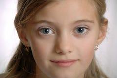 Portret van kind, zuivere grijze ogen Stock Fotografie