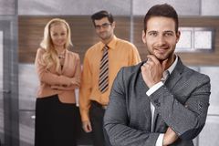Portret van knappe glimlachende zakenman Stock Afbeeldingen