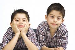 Portret van knappe tweelingen Royalty-vrije Stock Foto's