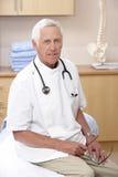 Portret van mannelijke osteopaat Royalty-vrije Stock Afbeelding