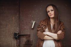 Portret van Mannequin Girl op de Industriële Achtergrond Stock Afbeelding