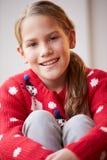 Portret van Meisje die Kerstmisverbindingsdraad dragen Royalty-vrije Stock Foto's
