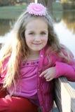 Portret van Meisje door Water Stock Afbeeldingen
