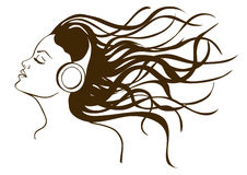 Portret van meisje het luisteren aan muziek Stock Afbeelding