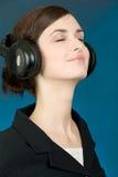 Portret van meisje in hoofdtelefoons Stock Afbeelding