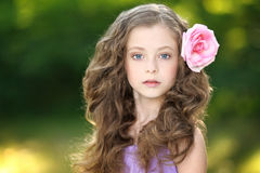 Portret van meisje in openlucht Royalty-vrije Stock Afbeelding