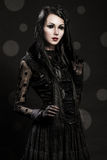 Portret van meisje-vreemdeling met zwarte ogen Stock Foto's