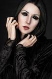 Portret van meisje-vreemdeling met zwarte ogen stock afbeeldingen