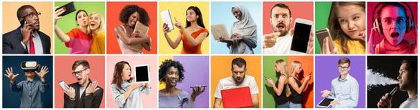 Portret van mensen die verschillende gadgets op veelkleurige achtergrond gebruiken royalty-vrije stock foto's