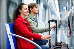 Portret van metro passagiers die in autozetels zitten royalty-vrije stock afbeelding
