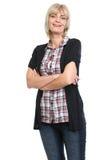 Portret van middenleeftijdsvrouw met gekruiste wapens stock afbeeldingen