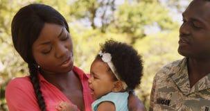 Portret van militair met zijn vrouw en hun baby stock video