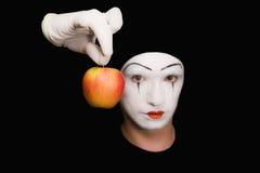 Portret van Mime met rode appel Stock Afbeelding