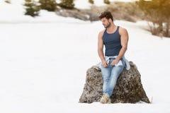Portret van Modelman standing outdoors royalty-vrije stock foto