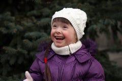 Portret van mooi gelukkig meisje stock foto's