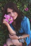 Portret van mooi jong brunette Royalty-vrije Stock Afbeelding