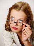 Portret van mooi meisje dat glazen draagt Royalty-vrije Stock Fotografie