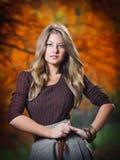 Portret van mooi meisje in het bos Stock Foto's