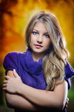 Portret van mooi meisje in het bos Royalty-vrije Stock Foto's