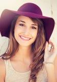 Portret van mooi meisje in hoed Royalty-vrije Stock Foto's