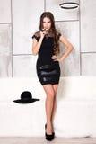 Portret van mooi meisje in hoed Stock Foto's