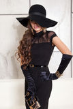 Portret van mooi meisje in hoed Royalty-vrije Stock Afbeeldingen