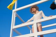 Portret van mooi meisje in lingerie op de Strandoceaan royalty-vrije stock foto's