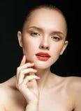 Portret van mooi meisje met duidelijke gezonde huid Stock Foto