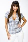 Portret van mooi meisje met grote borsten in strak overhemd stock fotografie