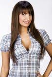Portret van mooi meisje met grote borsten in strak overhemd stock foto