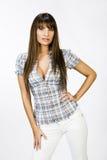 Portret van mooi meisje met grote borsten in strak overhemd royalty-vrije stock foto