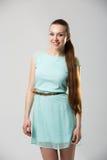 Portret van mooi meisje met het perfecte lange glanzende blonde schot van de haarstudio Royalty-vrije Stock Fotografie