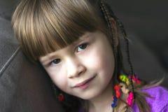 Portret van mooi meisje met kleine vlechten Royalty-vrije Stock Fotografie
