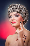 Portret van mooi meisje met tulband Stock Afbeeldingen