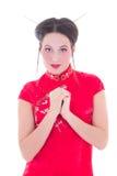 Portret van mooi meisje in rode Japanse die kleding op wit wordt geïsoleerd Stock Afbeeldingen
