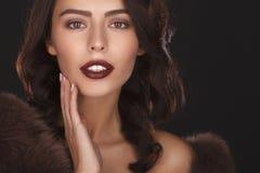 Portret van mooi vrouwelijk model Stock Afbeelding