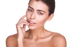 Portret van mooi vrouwelijk model op witte achtergrond Stock Fotografie