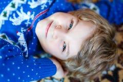 Portret van mooi weinig peuterjong geitjejongen Stock Foto